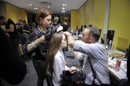 versace-backstage-milan-fashion-week-autumn-winter-2014-00007