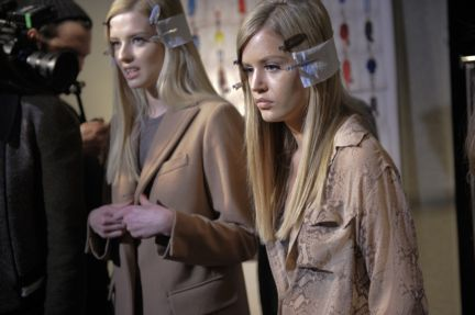 versace-backstage-milan-fashion-week-autumn-winter-2014-00015