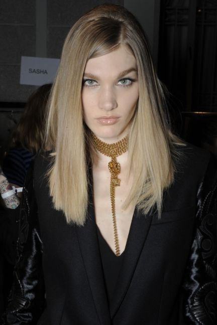 versace-backstage-milan-fashion-week-autumn-winter-2014-00045