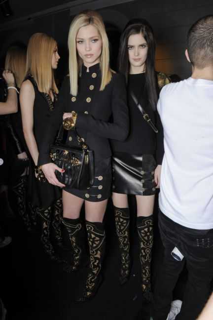 versace-backstage-milan-fashion-week-autumn-winter-2014-00046