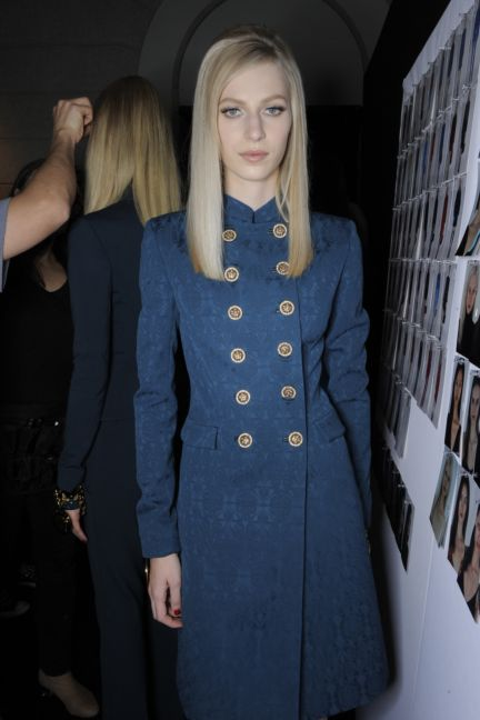 versace-backstage-milan-fashion-week-autumn-winter-2014-00056