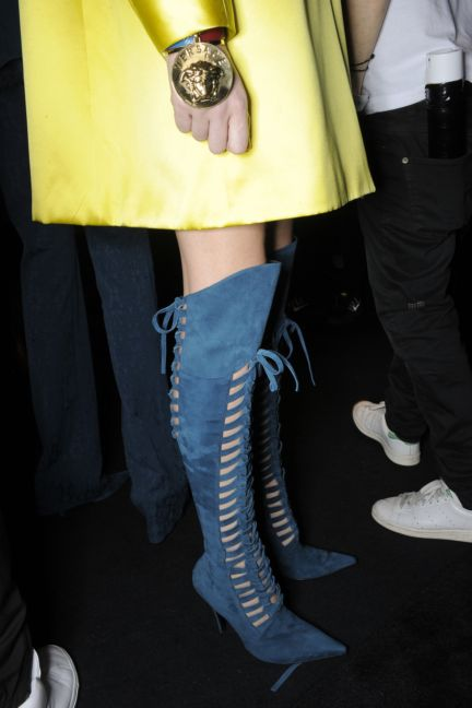 versace-backstage-milan-fashion-week-autumn-winter-2014-00057