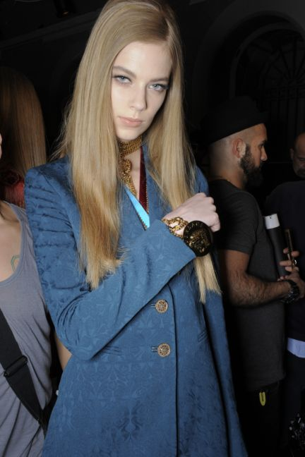 versace-backstage-milan-fashion-week-autumn-winter-2014-00062