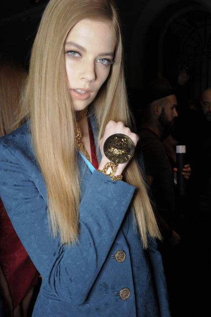 versace-backstage-milan-fashion-week-autumn-winter-2014-00063