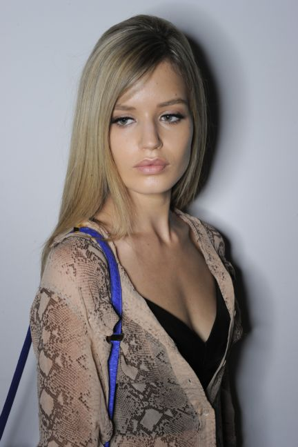 versace-backstage-milan-fashion-week-autumn-winter-2014-00076