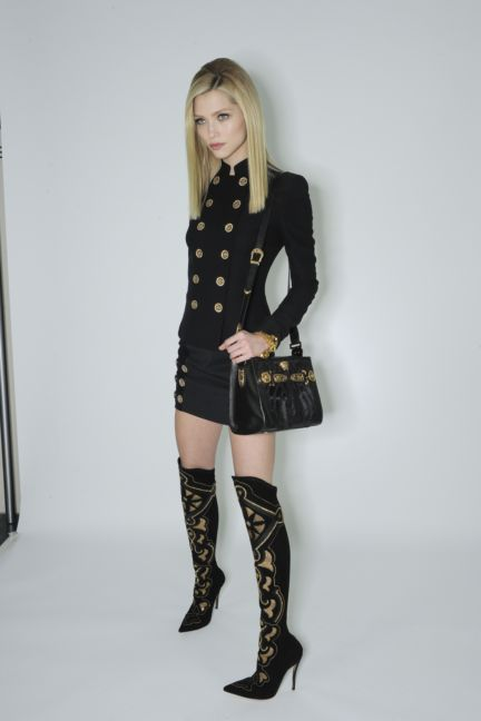 versace-backstage-milan-fashion-week-autumn-winter-2014-00080