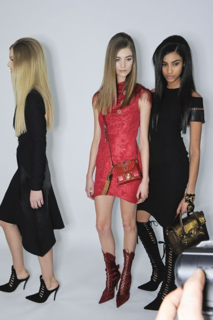versace-backstage-milan-fashion-week-autumn-winter-2014-00086