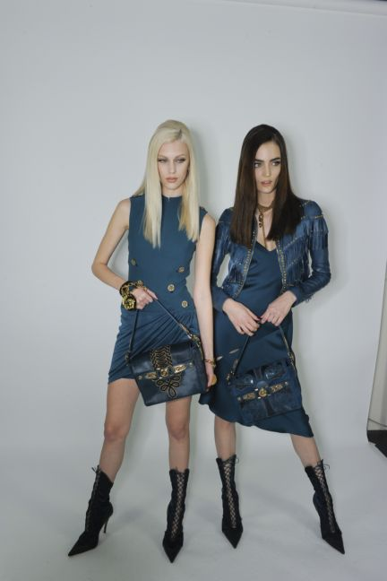 versace-backstage-milan-fashion-week-autumn-winter-2014-00090