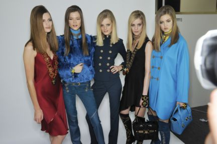versace-backstage-milan-fashion-week-autumn-winter-2014-00103