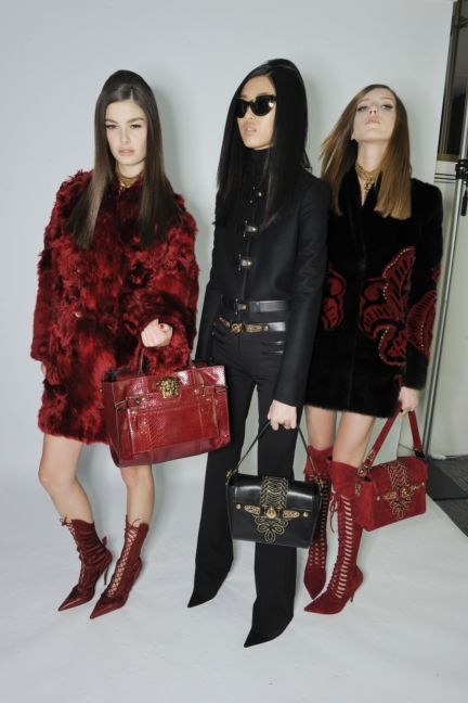 versace-backstage-milan-fashion-week-autumn-winter-2014-00107
