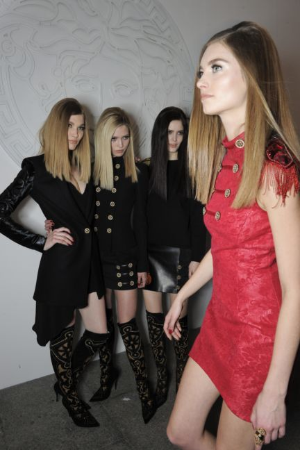 versace-backstage-milan-fashion-week-autumn-winter-2014-00121