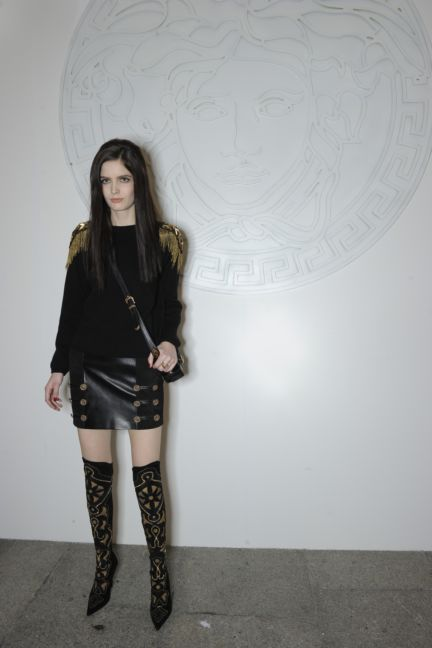 versace-backstage-milan-fashion-week-autumn-winter-2014-00140