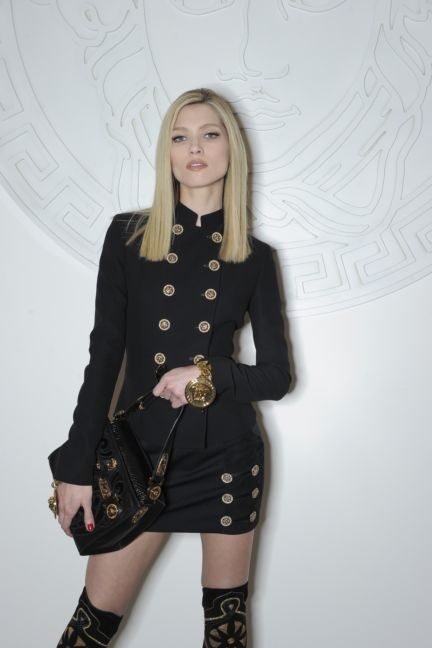 versace-backstage-milan-fashion-week-autumn-winter-2014-00142