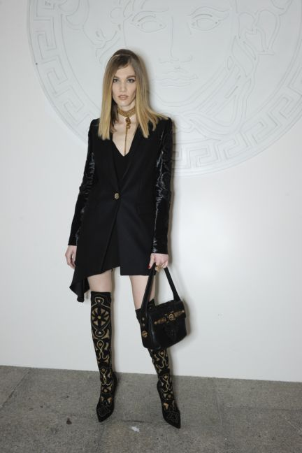 versace-backstage-milan-fashion-week-autumn-winter-2014-00144