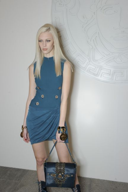 versace-backstage-milan-fashion-week-autumn-winter-2014-00177