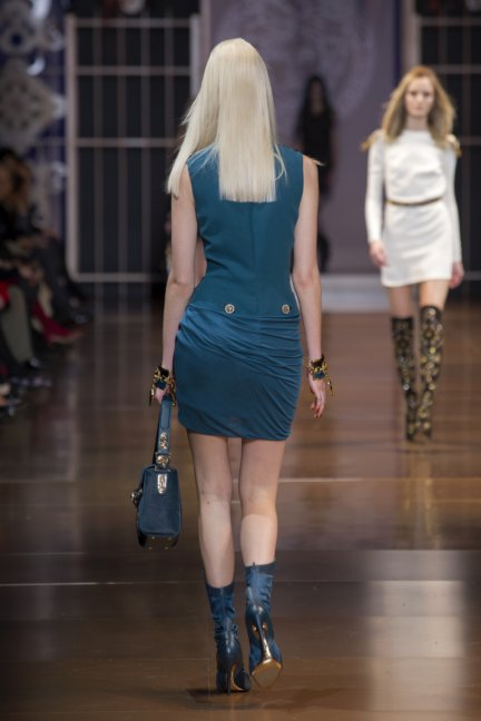 versace-milan-fashion-week-autumn-winter-2014-00037
