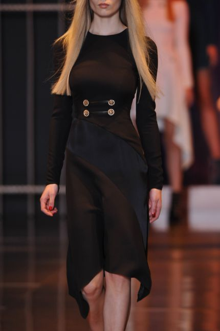 versace-details-milan-fashion-week-autumn-winter-2014-00001