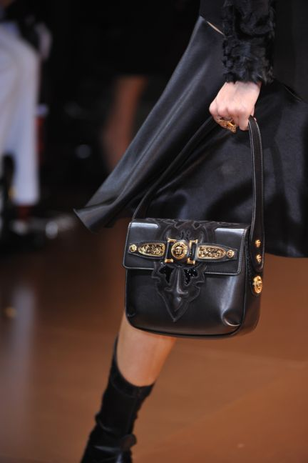 versace-details-milan-fashion-week-autumn-winter-2014-00113