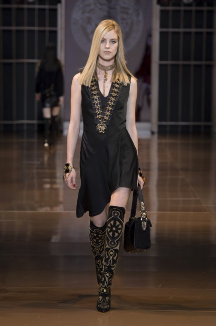 versace-milan-fashion-week-autumn-winter-2014-00021