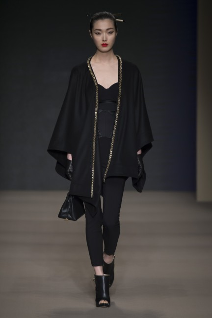 elisabetta-franchi-milan-fashion-week-autumn-winter-2015-runway-45