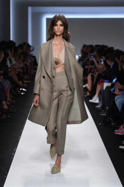 ermanno-scervino-milan-fashion-week-spring-summer-2016-runway-3
