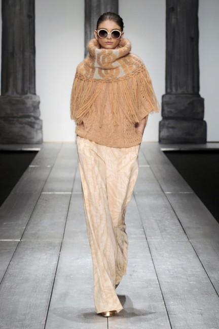 laura-biagiotti-milan-fashion-week-autumn-winter-2015-runway-24