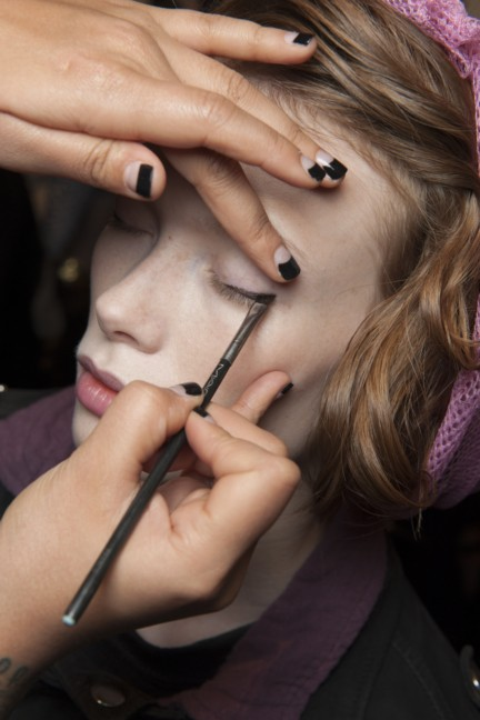 maxmara-milan-fashion-week-autumn-winter-2015-backstage-2