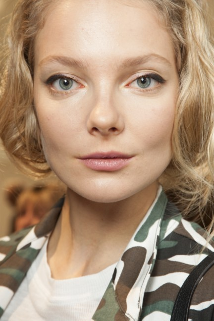 maxmara-milan-fashion-week-autumn-winter-2015-backstage-72
