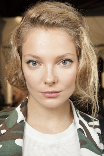 maxmara-milan-fashion-week-autumn-winter-2015-backstage-73