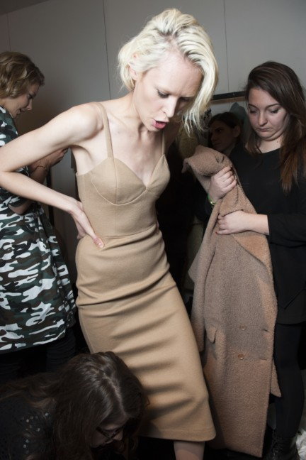 maxmara-milan-fashion-week-autumn-winter-2015-backstage-75