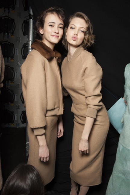 maxmara-milan-fashion-week-autumn-winter-2015-backstage-90