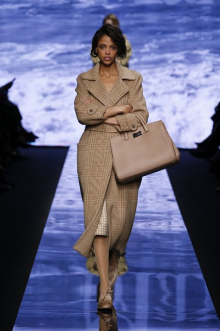 maxmara-milan-fashion-week-autumn-winter-2015-runway-13