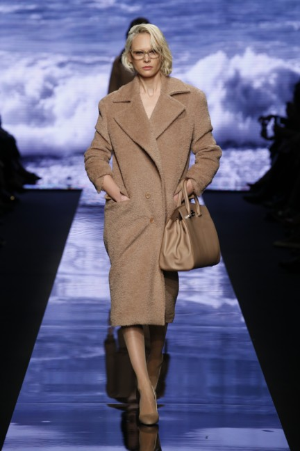 maxmara-milan-fashion-week-autumn-winter-2015-runway-2