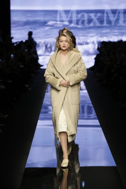 maxmara-milan-fashion-week-autumn-winter-2015-runway-43