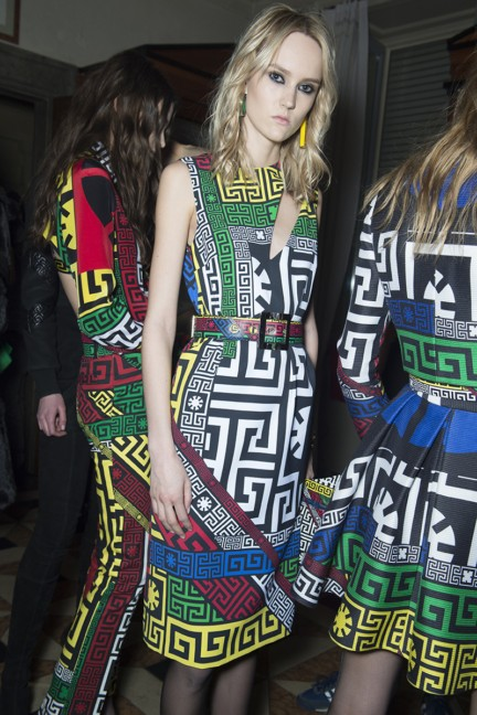 versace-milan-fashion-week-autumn-winter-2015-backstage-19
