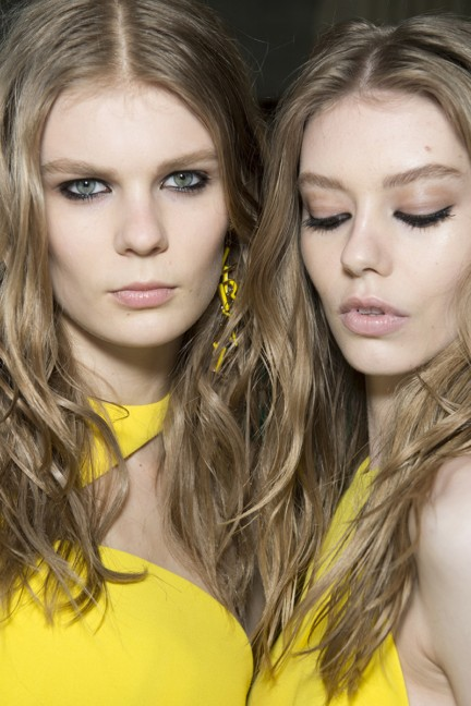 versace-milan-fashion-week-autumn-winter-2015-backstage-7
