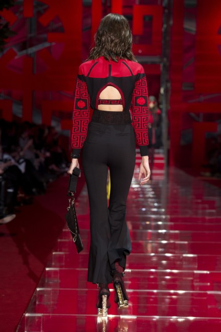 versace-milan-fashion-week-autumn-winter-2015-runway-back-13