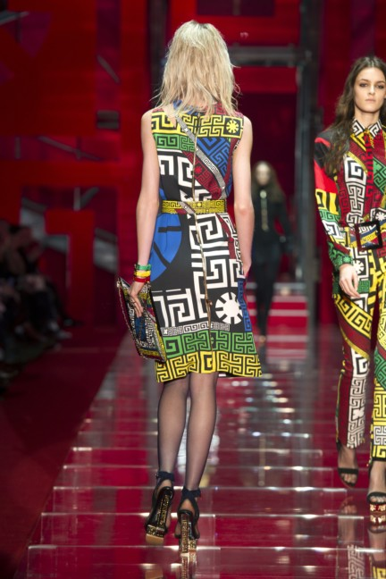 versace-milan-fashion-week-autumn-winter-2015-runway-back-21
