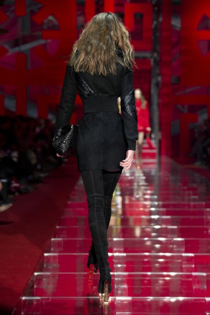 versace-milan-fashion-week-autumn-winter-2015-runway-back-23