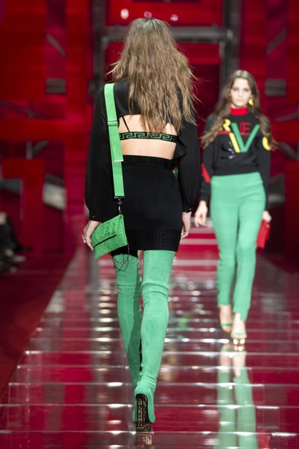 versace-milan-fashion-week-autumn-winter-2015-runway-back-27
