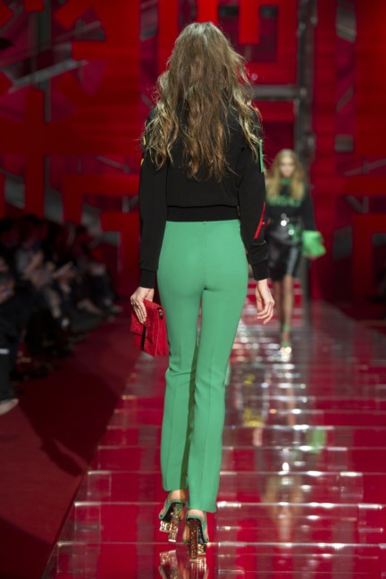 versace-milan-fashion-week-autumn-winter-2015-runway-back-28
