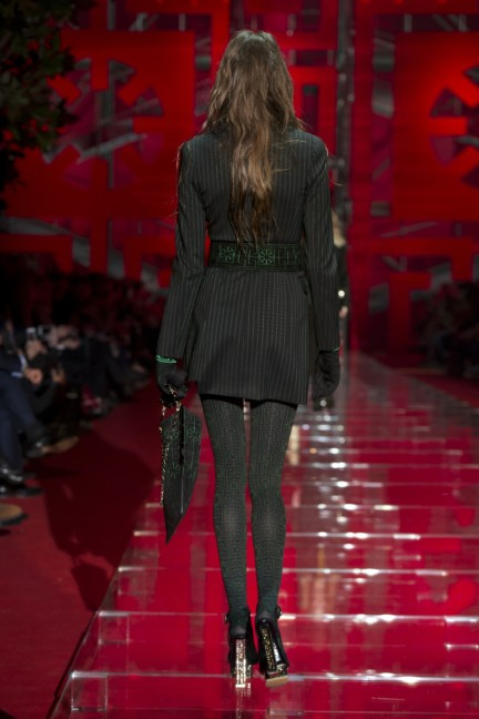 versace-milan-fashion-week-autumn-winter-2015-runway-back-3