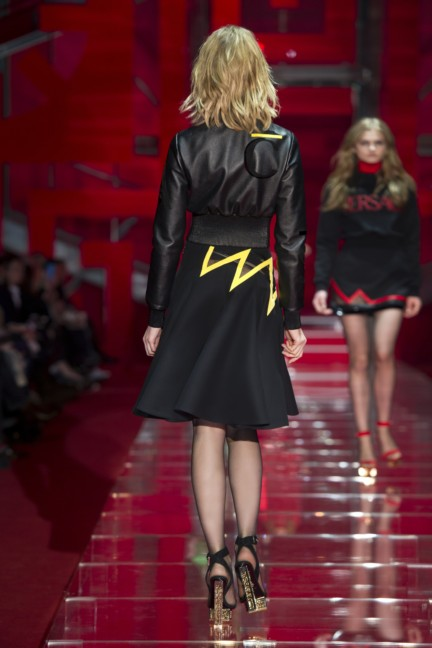 versace-milan-fashion-week-autumn-winter-2015-runway-back-30