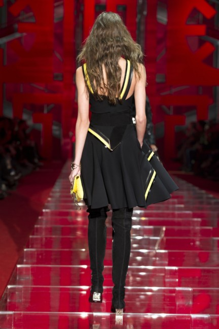 versace-milan-fashion-week-autumn-winter-2015-runway-back-33