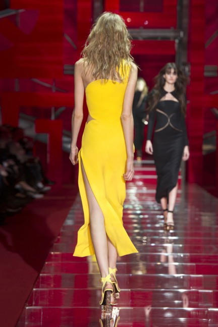 versace-milan-fashion-week-autumn-winter-2015-runway-back-44