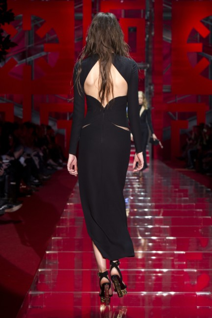 versace-milan-fashion-week-autumn-winter-2015-runway-back-45
