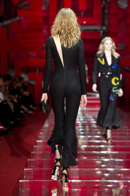 versace-milan-fashion-week-autumn-winter-2015-runway-back-46
