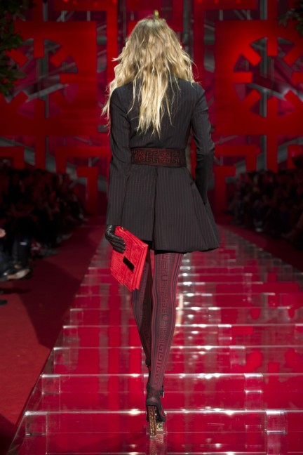 versace-milan-fashion-week-autumn-winter-2015-runway-back-7