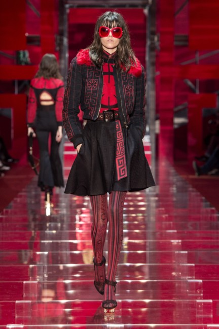 versace-milan-fashion-week-autumn-winter-2015-runway-front-14