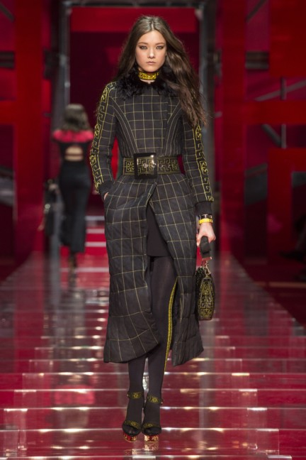 versace-milan-fashion-week-autumn-winter-2015-runway-front-15